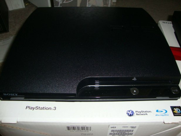 New PS3 slim model (CECH-3001A) now shipping — Lighter,quieter, and less shiny